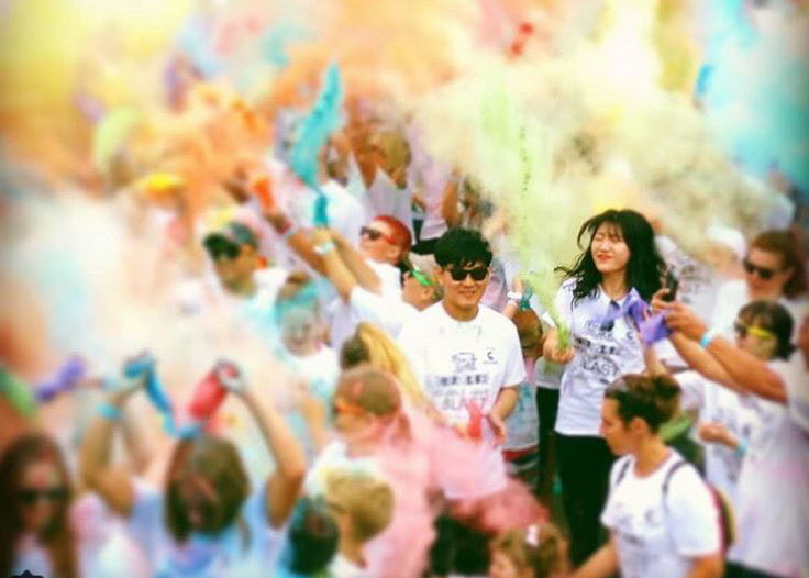 students participating at the colour run